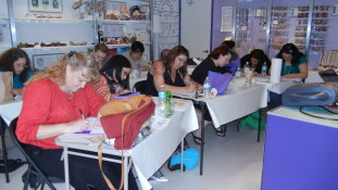 Learn how to henna at Henna University in Orlando. Henna workshops and mehndi classes available