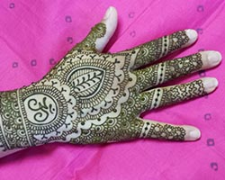 Learn to use henna fillers in mehndi desigsn in this henna class.