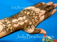 Learn to use negative space in henna designs in theis hands on henna class and workshop.