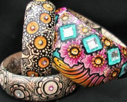 Bajidoo Art wood bindi bangles with hand painted henna designs.