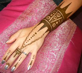 $45 Amazon warrior princess henna!  This beautiful strong henna designs leaves a rich henna stain.