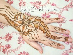 Learn how to henna at Orlando henna workshop taught by professional henna artist, Jody Beachcombers