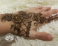 Learn how to create quick and beautiful sangeet strips for henna parties in this mehndi class.